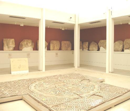 Αρχαιολογικό Μουσείο Λαυρίου, ψηφιδωτό δάπεδο από την παλαιοχριστιανική βασιλική του Λαυρίου. © Β΄ ΕΠΚΑ