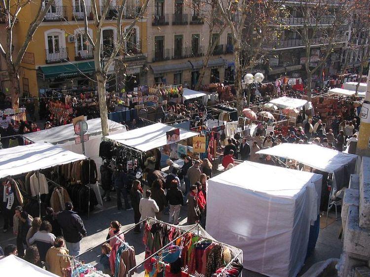 800px-Rastro_de_Madrid_(España)_7