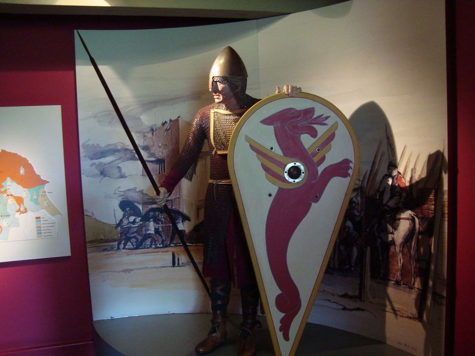 1280px-Viking_armour_in_Yorkshire_Museum